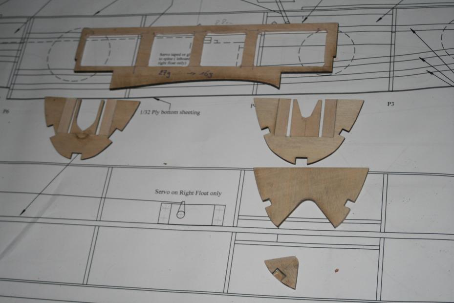 RC-Wasserflug Forum - Curtiss R3C-2 Bausatz-Bau